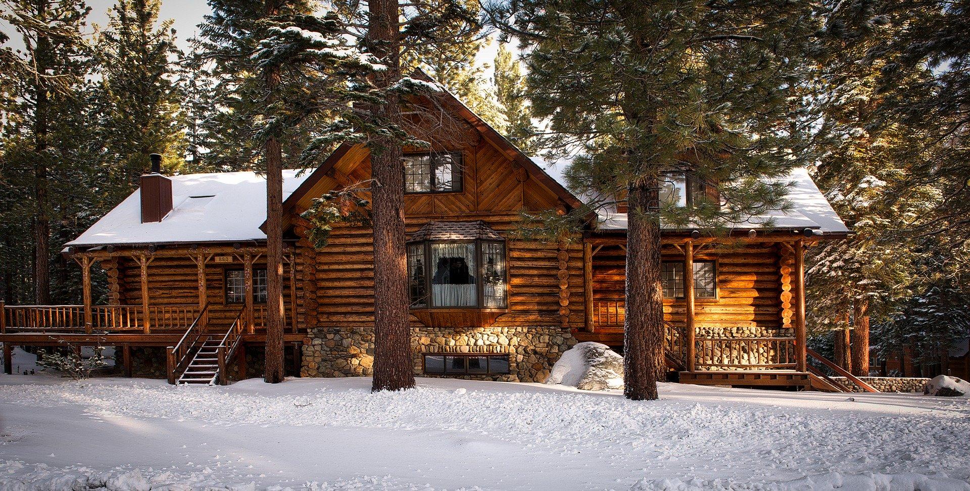 Chalet en bois écologique construit avec des rodins